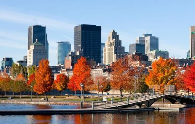 Cruzeiro no rio St. Lawrence em Montreal