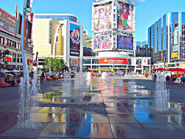 Yonge-Dundas Square em Toronto