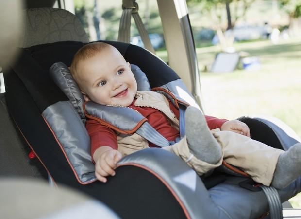 Cadeirinha para crianças no carro