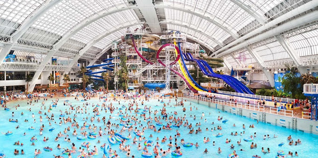 The World Waterpark no West Edmonton Mall