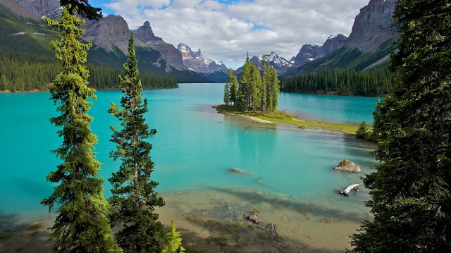 Lago Maligne no Parque Nacional de Jasper