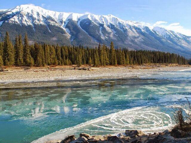 Parque Nacional e Reserva Nahanni no Canadá